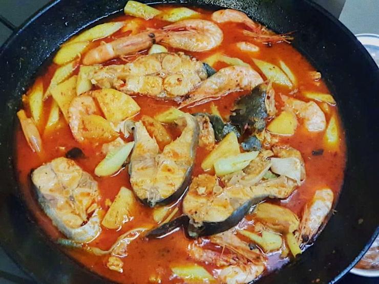 Ikan Asam Pedas Pontianak dengan penambahan udang | Foto milik pribadi
