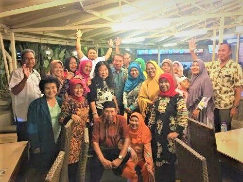 Bersama rekan-rekan di Bandung - dok Tjiptadinata Effendi
