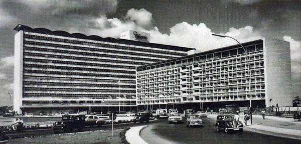 Hotel Indonesia masa-masa awal (Sumber: Hotel Indonesia, GPU, 2014)