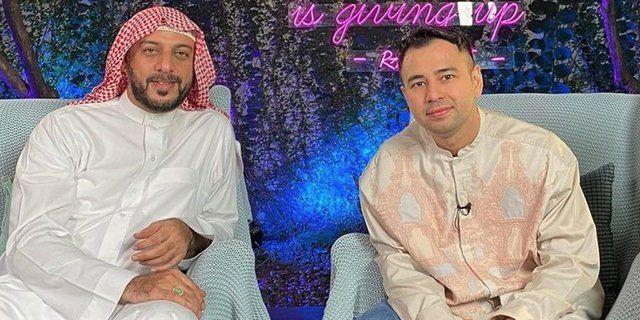 Syaikh Ali Jaber (kiri) dan Raffi Ahmad (kanan). Sumber foto : dream.co.id/Reni Novita Sari