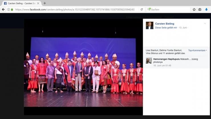 Facebook Dr. Carsten Sieling. Cukup lama foto-foto konser tersebut dipajang dalam akun facebook-nya.