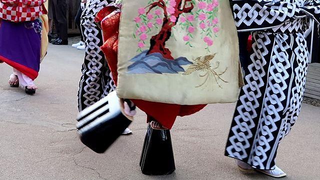 Takageta (bakiak) dengan sanmai-ha yang dipakai Oiran (Dokumentasi pribadi)