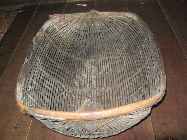 Tangguk, alat tradisional penciduk ikan buatan Sariansyah di Hangkinang. (foto : akhmad husaini)