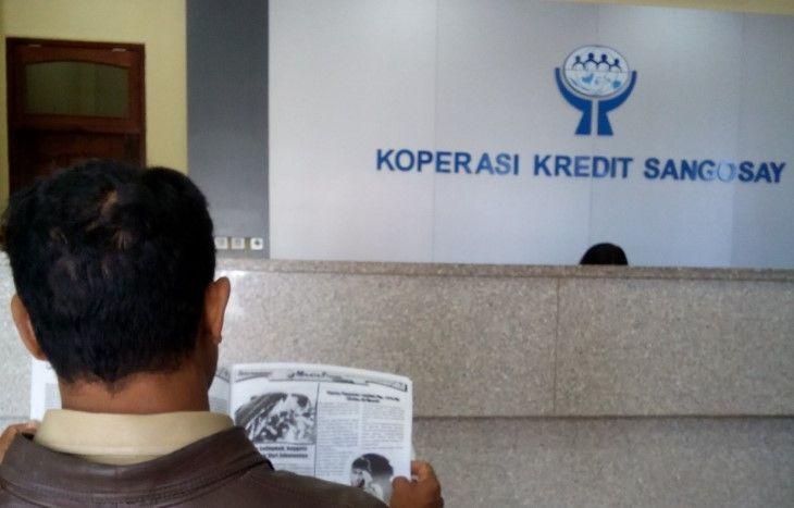 Pelayanan kepada anggota Koperasi Kredit Sangosay, di Bajawa, Ngada, Nusa Tenggara Timur (NTT). Foto: Kosmas Lawa Bagho