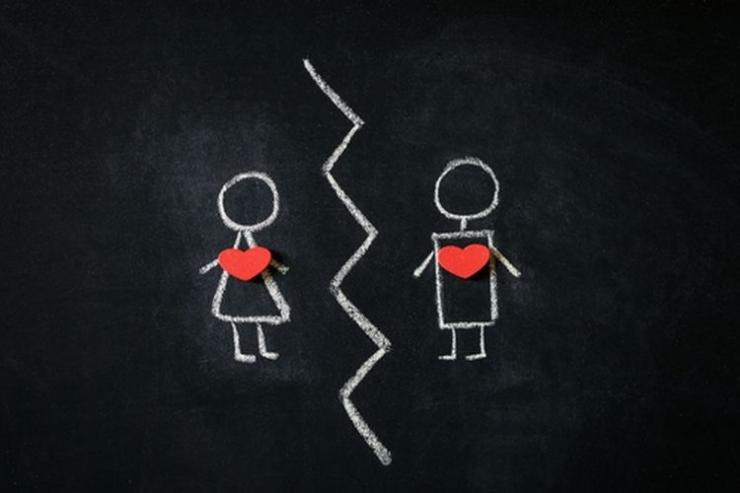 Ilustrasi : LDRR, Long Distance Romantic Relationship | shutterstock via boredpanda.com