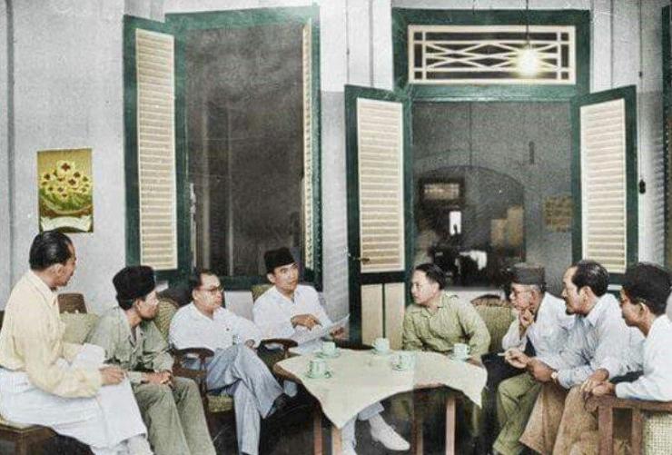 Ilustrasi Bung Karno, Bung Hatta dan tokoh-tokoh bangsa bermusyawarah.   Dok. Cerdika.com