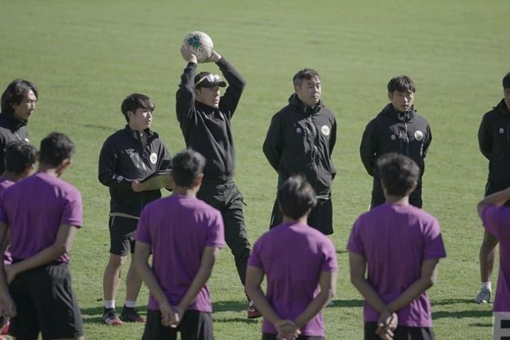 Shin Tae-Yong Memimpin Latihan Timnas