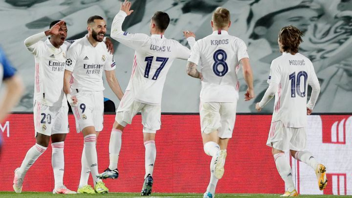 Pemain Real Madrid merayakan gol ke gawang Atalanta. (via en.as.com)