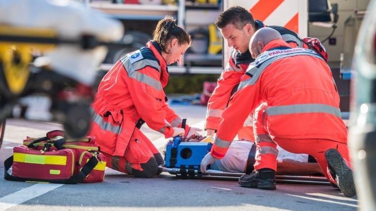 Paramedik, siap siaga setiap saat (Source: BBC)