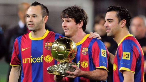 Trio Barcelona pada masanya, Andres Iniesta, Lionel Messi, dan Xavi Hernandez. | sumber: Getti Images via ESPN.com
