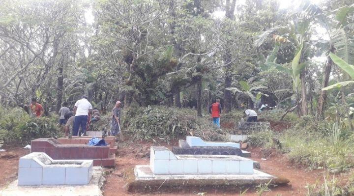Gotong royong bersihkan pemakaman menjalang pelaksanaan puasa Ramadan(dokpri)