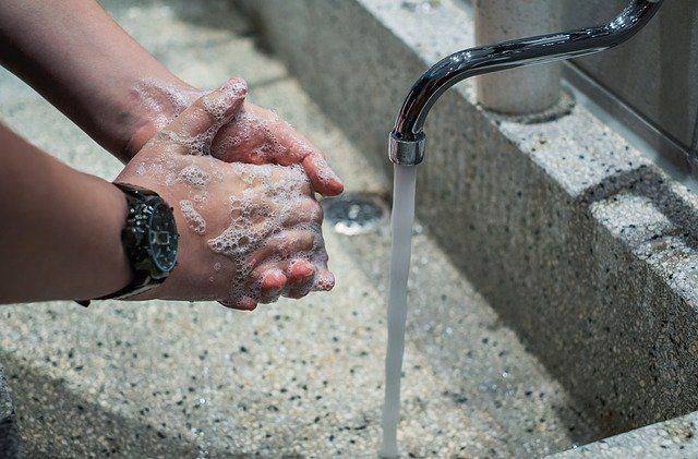 Ilustrasi mencuci tangan salah satu Kebiasaan baru saat Pandemi (sumber gambar: pixabay.com)