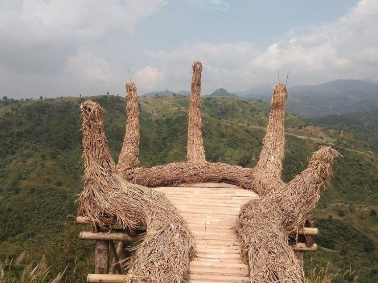Salah satu spot foto di trekking alam Sentul dari goa Garunggang menuju curug Lewi Asih I Dokumentasi pribadi