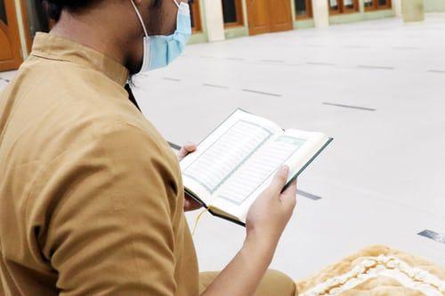 Ilustrasi target skill selama ramadhan dengan tadarus Alquran/foto: unsplash.com