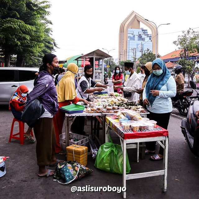 Penjual Takjil di kawasan Karang Menjangan Surabaya. Sumber : asli suroboyo
