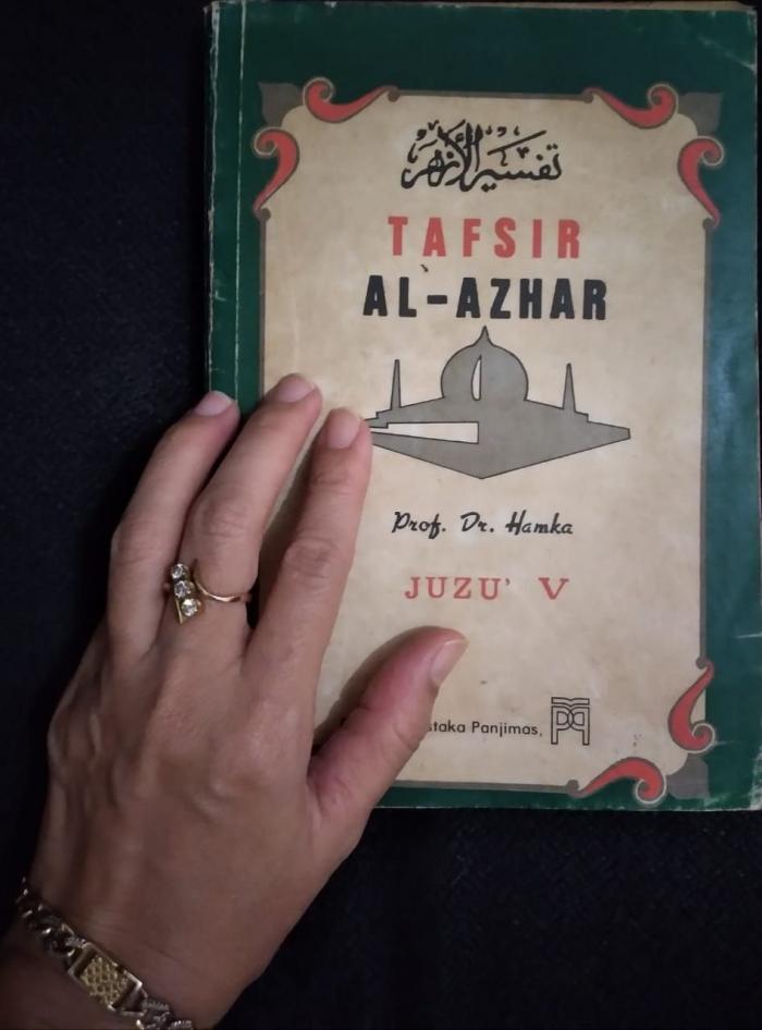 Tafsir Al Azhar koleksi Bapa, sekarang menjadi koleksi kesayanganku. (Dokpri)