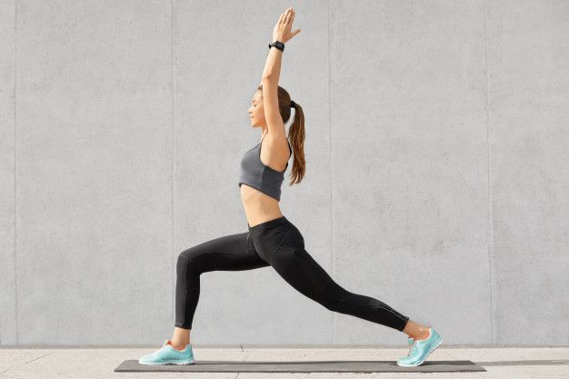 Olahraga yoga. (foto: freepik.com/user18526052)