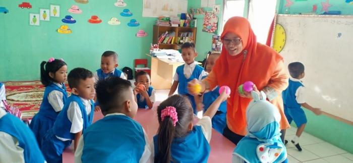 Ibu Rini Juanawati, Kepala TK Tunas Cendekia (foto: dokpri)