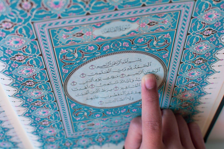 Ada kenikmatan dan keberkahan yang sangat besar bila kita membaca Al-Fatihah dengan perlahan, tartil dan fasih (unsplash.com/Adli Hakim)