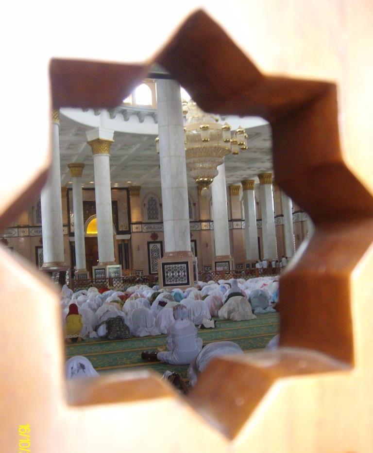 Suasana di dalam Masjid Kubah Emas, Dokpri Uli Hartati