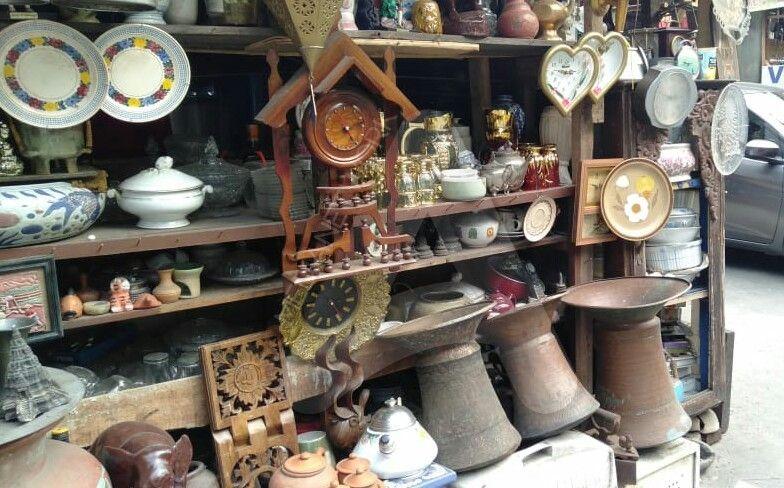 Kolrksi barang antik (sumber: ayobogor.com)