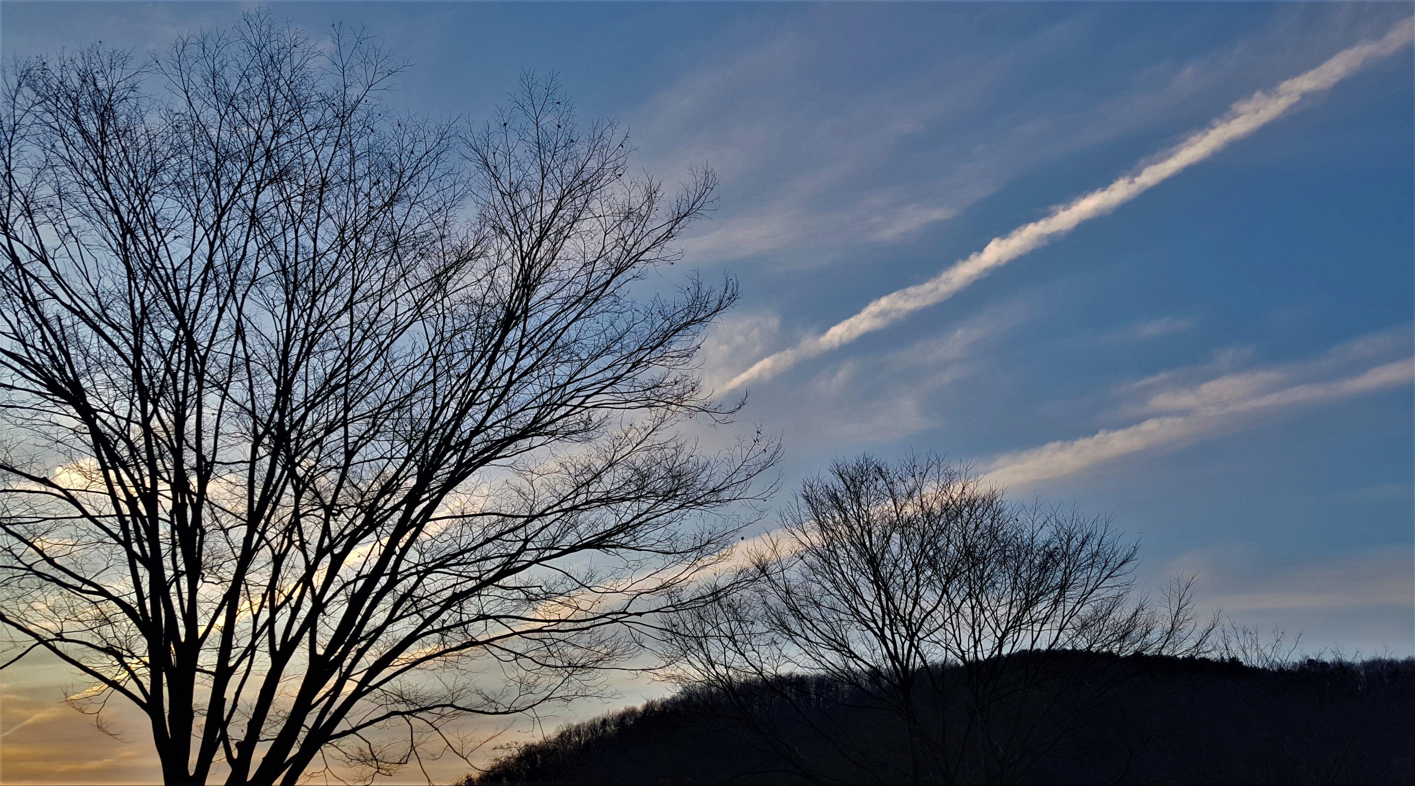 Panorama senja pada musim gugur. Foto oleh Ivan Adilla
