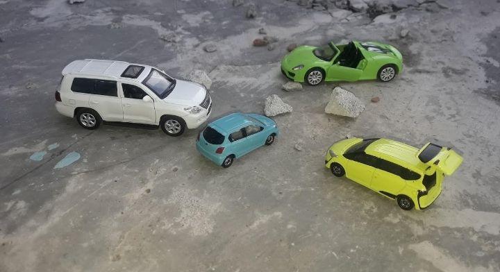 Tetap menjaga kewarasan dengan mengkoleksi diecast mobil (dokpri)