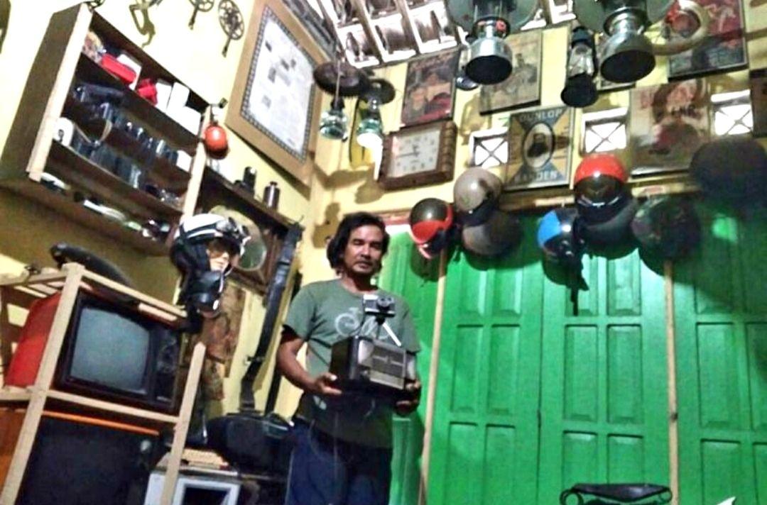 Muhammad Sani Lais, kolektor barang kuno. Foto: Kompas.com