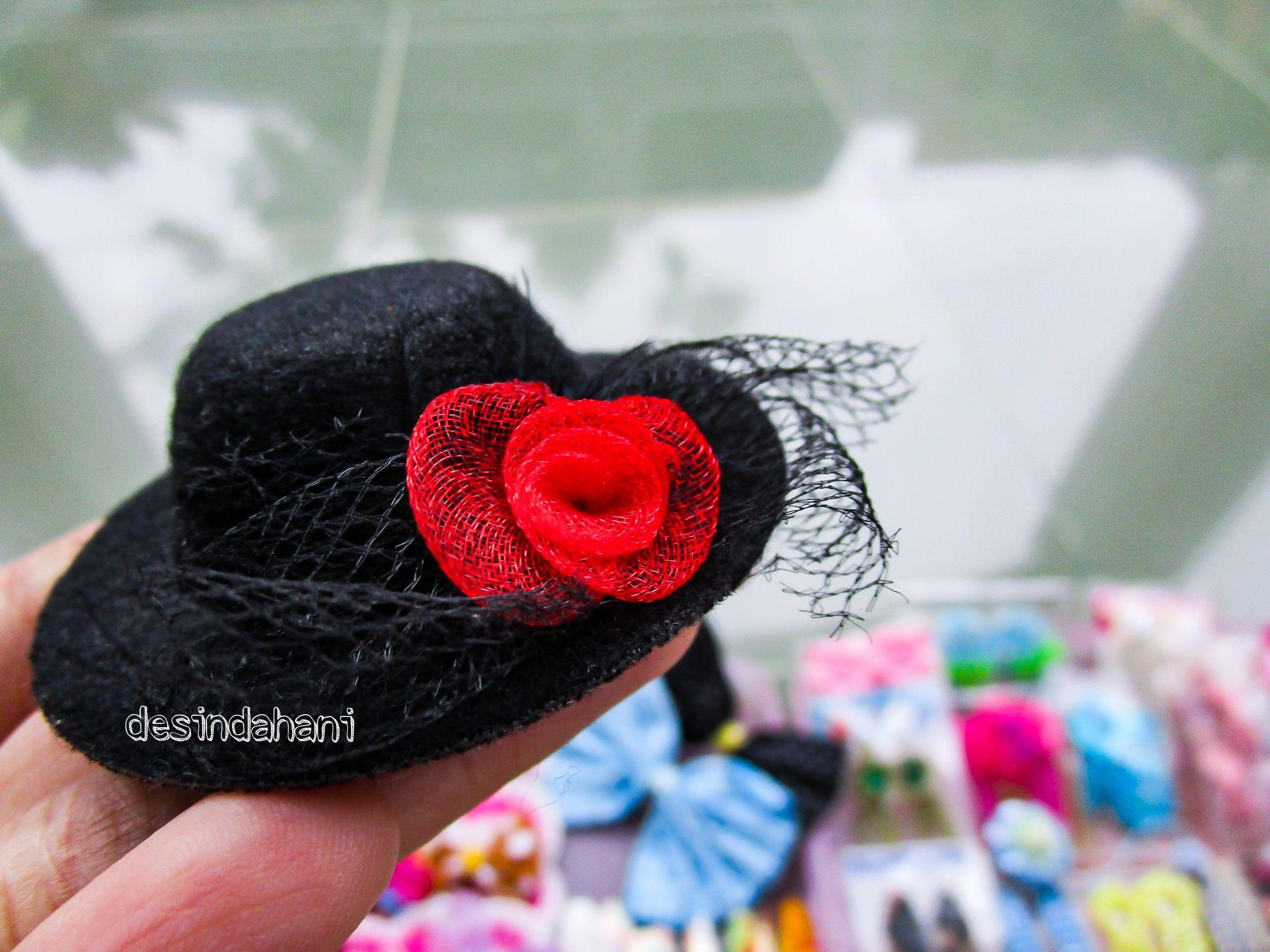 Aksesoris rambut yang paling di sukai dengan bentuk topi (sumber: dokumentasi pribadi penulis)