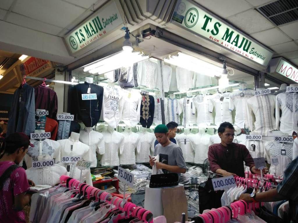 Sebelum beli baju dan kue lebaran, sisihkan penghasilan untuk membayar zakat dan cicilan (medcom./Desi Angriani)