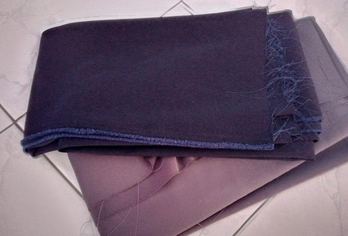 Dua kain bahan yang saya beli untuk membuat celana lebaran |dok. pribadi.