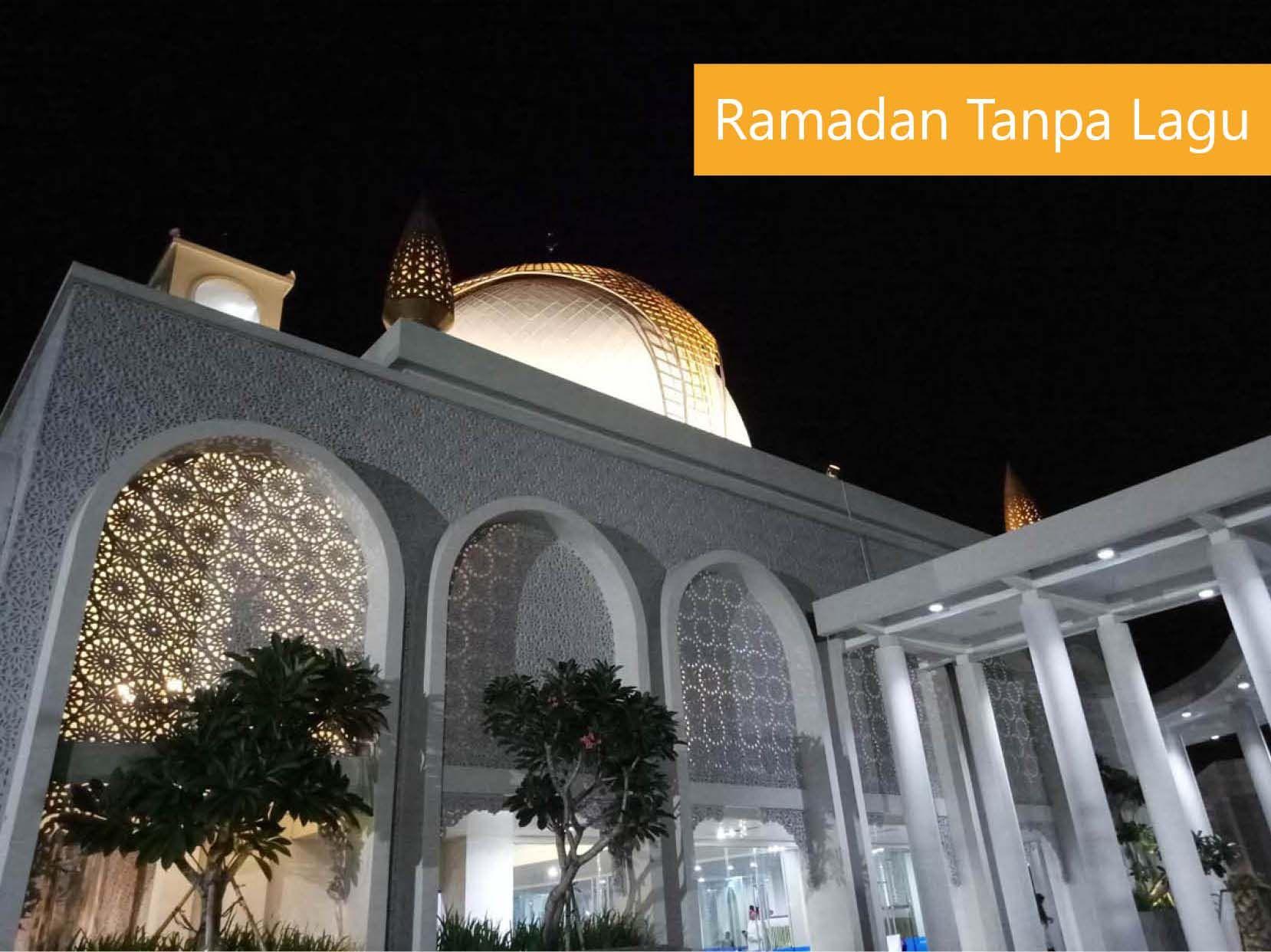 Masjid megah suatu malam (Foto: dok. pri)