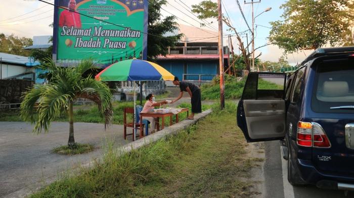 Pembagian takjil kepada para penjual takjil Ramadhan/Dokpri