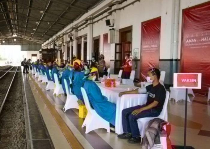 Vaksinasi di stasiun Bogor (dok.jawapos.com)