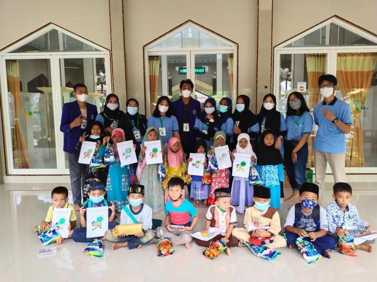Mahasiswa Kkn Um Adakan Lomba Mewarnai Untuk Anak Anak Bbq Di Masjid Mi Desa Kasembon Kompasiana Com