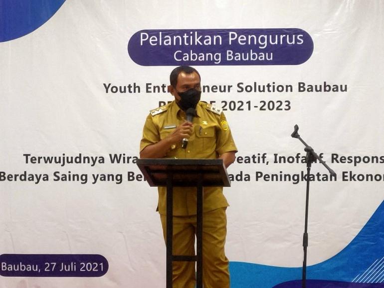 Wakil Walikota Baubau memberikan sambuta usai melantik pengurus forum YES Baubau