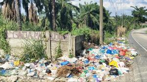 Sampah Bertebaran Tak Karuan