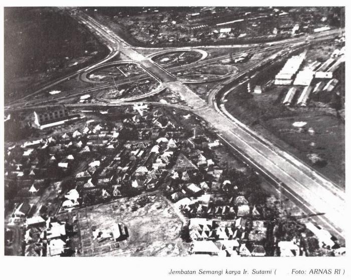Jembatan Semanggi dalam tahap pembangunan | Arnas RI